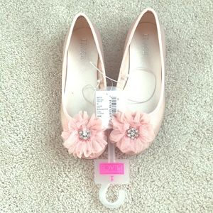 Light pink, shimmery dress shoes